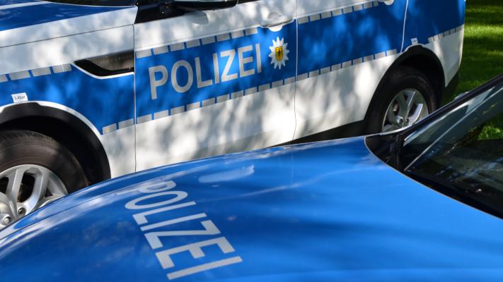 ipa-polizeiautos-ausfschrift